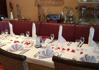 Schön gedeckter Tisch des Ristorante La Taverna in Augsburg-Hammerschmiede